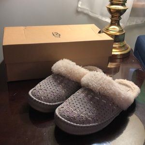 Ugg Tehuano Slippers. Size 7
